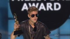 Justin Bieber Booing Leads To Unlikely Anger From Cee Lo Green  [Video]