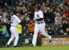 Prince Fielder's clutch hitting rescues Tigers in 8th
